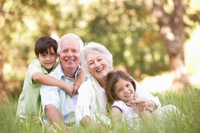 Per quasi un siciliano su due (40%), i nonni sono anche un'importante, e molte volte indispensabile, fonte di sostegno economico che integra il reddito familiare...