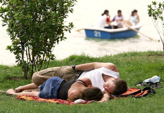 Dormire troppo poco e accumulare stanchezza durante la giornata può essere dannoso per l'organismo