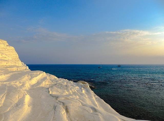 La Scala dei Turchi e il mare...