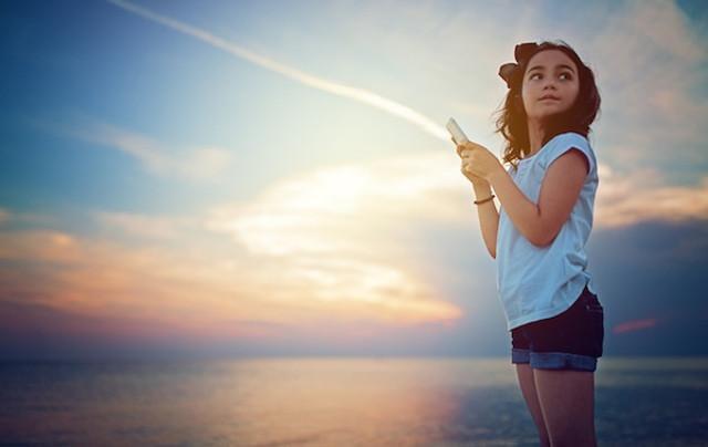 Quando si tratta invece di ragazzi adolescenti, i genitori non lasciano in mano loro il proprio smartphone per evitare un consumo eccessivo di dati e minuti di chiamate e per non rischiare di rimanere senza batteria.