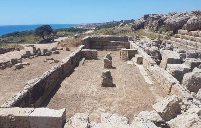 Scavi nel Tempio R, Selinunte