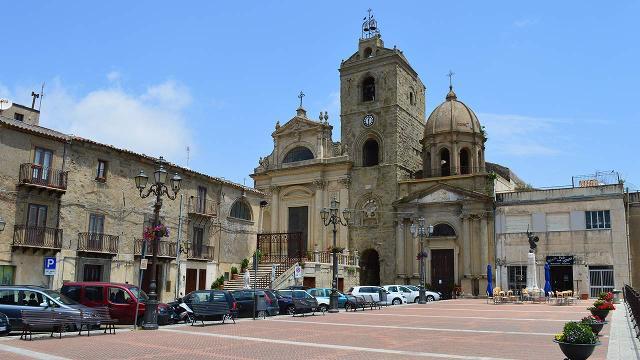 Piazza Conte Duca Ruggero, Troina