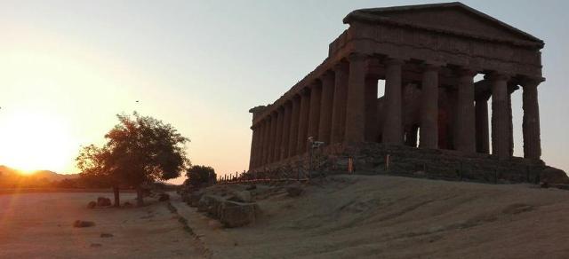 La Valle dei Templi e lo spettacolo dell'alba…