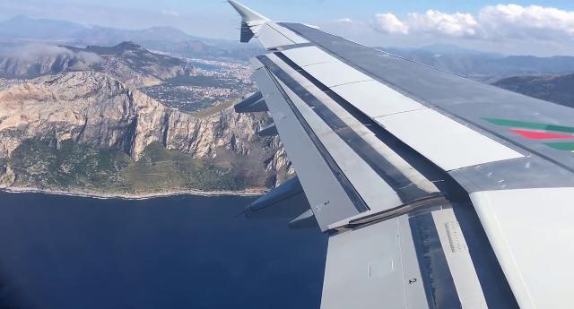 Aereo in arrivo a Palermo
