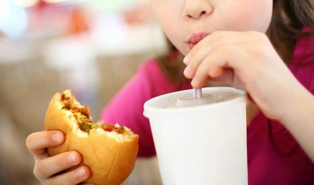 E se dallo studio OGP emerge che si introducono troppi zuccheri, anche per i grassi le cose non vanno meglio...