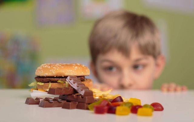 Un'alimentazione equilibrata è necessaria per la salute, aiuta il cervello che ha bisogno di energia per affrontare le ore di studio e contrasta obesità e sovrappeso...
