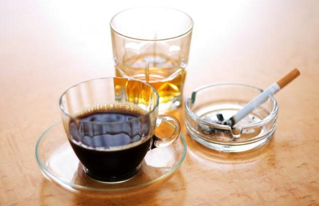 Attenzione anche a caffè e superalcolici!
