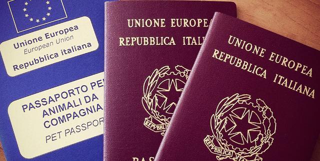 Se invece si va nei Paesi della Comunità Europea o in altri Paesi, serve il passaporto sanitario...