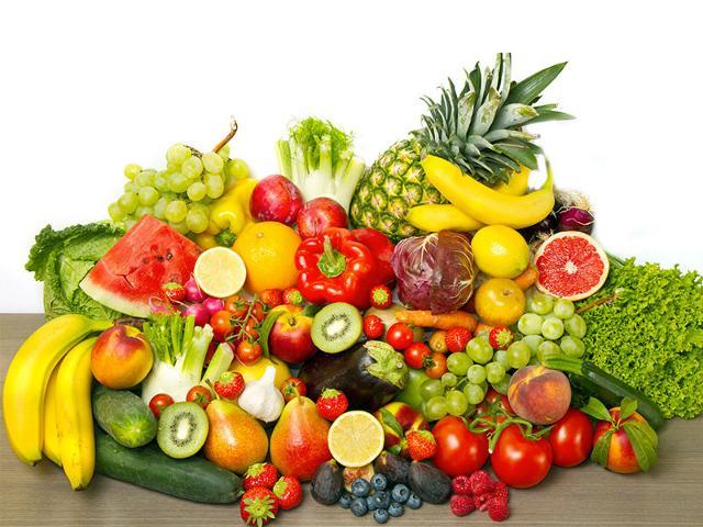 Privilegiare un consumo di frutta e verdura di stagione variando i colori...