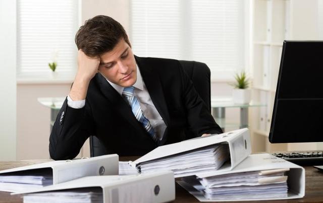 """Irritabilità, calo dell'attenzione, mal di testa, e un generale senso di stordimento. Ecco alcuni dei """"sintomi"""" di quel malessere fisico e psicologico noto come """"stress da rientro""""..."""