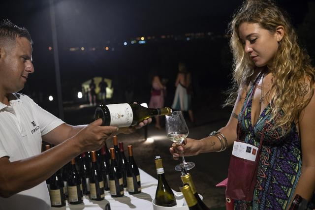 Baglio Sorìa, mescita di vino Grillo Firriato