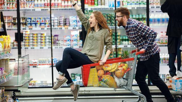 La spesa per riempire il frigorifero prevista dagli italiani facenti parte della fascia d'età compresa tra i 25 e i 36 anni è di 75 euro...