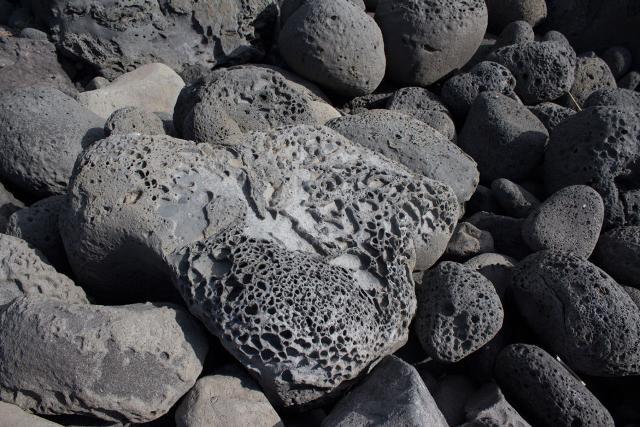 Tafoni nelle rocce della Timpa