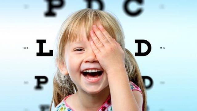 È questo il momento giusto per far controllare la vista a tutti gli scolari che fra poco torneranno tra i banchi di scuola. Soprattutto ai più piccoli, che stanno per aprire i quaderni per la prima volta...