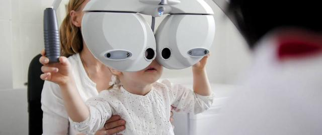 Le visite in età scolare sono importanti, e diventano necessarie soprattutto se uno dei genitori o dei nonni ha un difetto della vista...