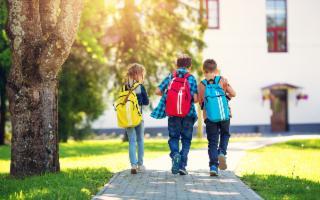 Zaini in spalla (belli e comodi) e matite in mano (eco friendly): si torna a scuola!