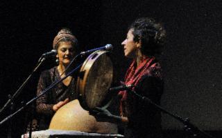 A Roccamaris, Matilde Politi e Simona Di Gregorio in ''Canti della tradizione siciliana al femminile''