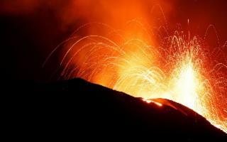 Nella notte ancora esplosioni a Stromboli