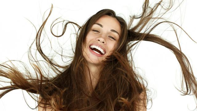 Parola chiave per prendersi cura dei propri capelli è IDRATAZIONE! Specialmente se si tratta di capelli colorati o decolorati