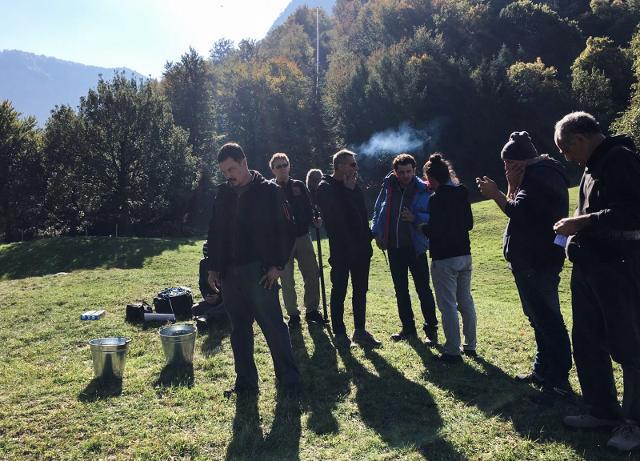 Gli attori e lo staff durante le riprese del film