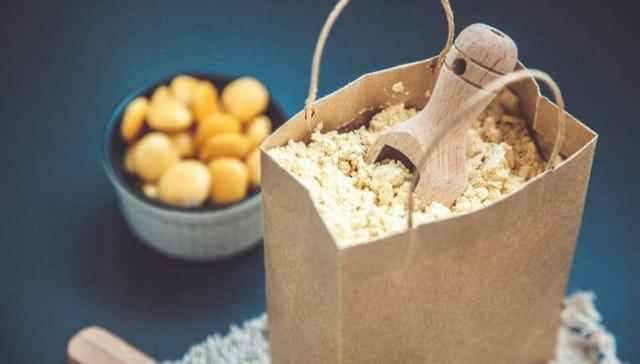 Il dolce è composto da un pan Genoise a base di farina di lupini, simbolo di povertà ma anche di speranza e spirito di sopravvivenza...