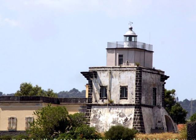 Faro di Capo Mulini
