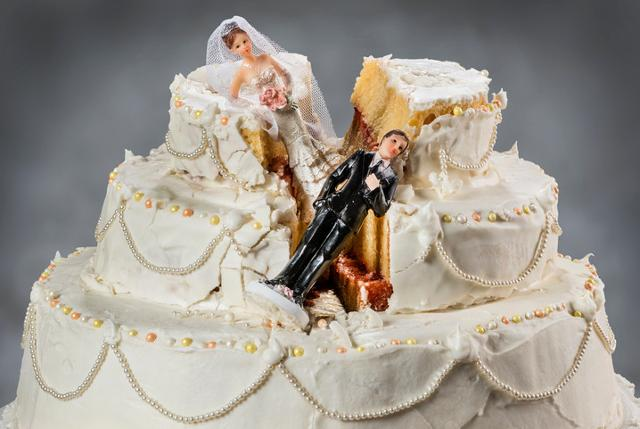 Sono almeno cinque i miti da sfatare sul matrimonio, che non lo renderebbero più un metodo sicuro e appetibile per garantirsi un futuro 'blindato' ma, al contrario, potrebbero rivelarsi un boomerang da cui guardarsi...