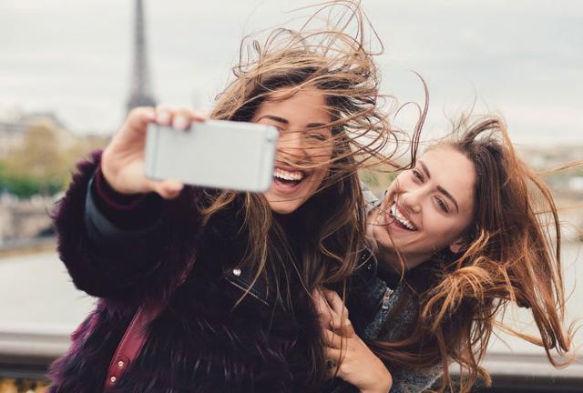 Per i ragazzi della GenZ, quando si tratta di acquistare un nuovo smartphone, l'esigenza principale che deve soddisfare è la presenza di una fotocamera performante