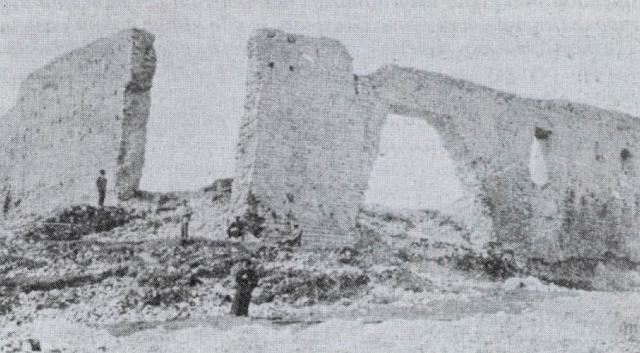 Foto storica dei resti del Castello dei Conti di Ragusa