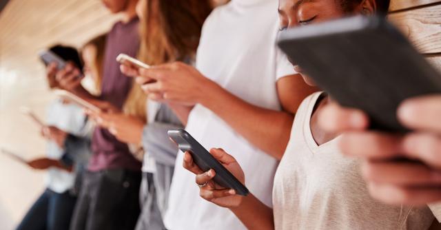 Per più di 4 ragazzi su 10 il telefono è ormai una proiezione della propria persona...
