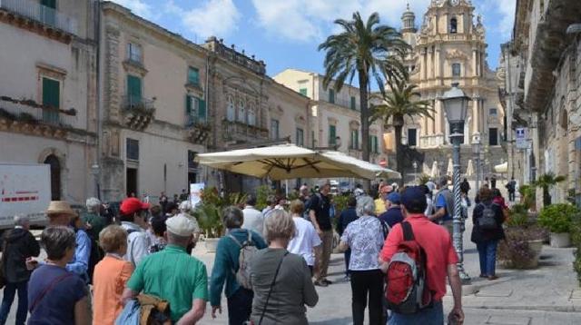 Turisti a Ragusa