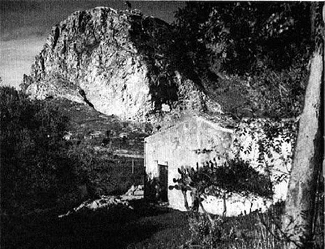 L'Abbazia di Thélema e sullo sfondo la Rocca