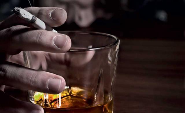 Gli uomini del campione intervistato dall'Osservatorio Grana Padano utilizzano più alcolici, in quantità tripla rispetto a quella consumata delle donne, più bibite zuccherate e fumano di più.