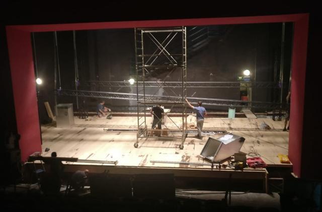 L'Ente Scuola Edile concederà gratuitamente al Teatro Stabile di Catania l'utilizzo dei propri spazi per poter allestire le scenografie destinate agli spettacoli della stagione 2019/2020.