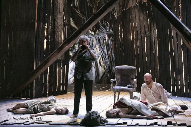 """Lo spettacolo """"Antigone"""", Teatro Stabile di Catania - ph Antonio Parrinello"""