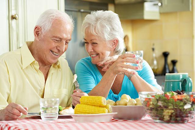 """""""L'invecchiamento rappresenta un processo biologico estremamente complesso derivante dall'interazione tra l'individuo e l'ambiente; l'alimentazione rimane il fattore ambientale facilmente modificabile""""..."""