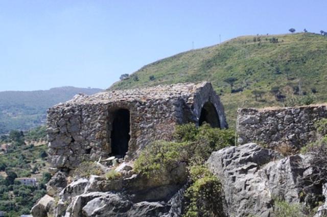 Ciò che rimane della chiesetta di San Calogero