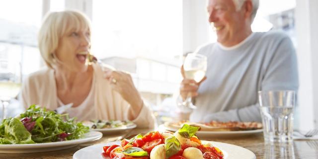 L'Osservatorio nutrizionale Grana Padano ha analizzato le abitudini alimentari degli over 40 e valutato le differenze nutrizionali e di stile di vita tra i due sessi, differenze che possono, in qualche modo, predisporre a un miglior invecchiamento.