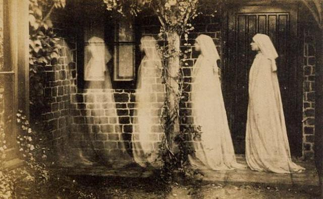 Secondo la tradizione, la notte di Ognissanti, i defunti sfilano in corteo secondo un ordine ben preciso...