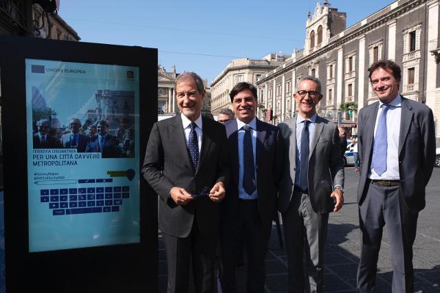 Il totem interattivo, collocato a Catania a piazza Stesicoro