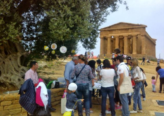 Turisti nella Valle dei Templi