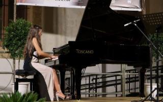 Quando il pianoforte è donna!  Elisa Comito