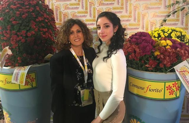 L'assessora Angela Seminara (a sinistra) e la Miss Comuni Fioriti Giusy Migliazzo