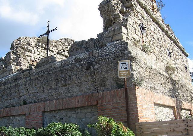 Mausoleo Romano, detto Castello di Corradino - ph Caillebotte.G.