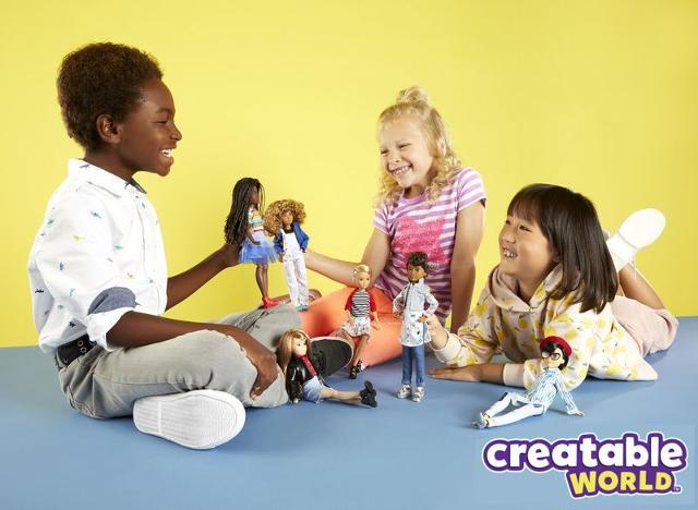 """""""Creatable World"""", le prime e uniche bambole gender fluid, cioè senza sesso e libere da ogni etichetta"""