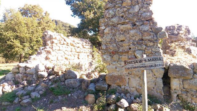 I ruderi del monastero di Santa Maria dell'Artisina - ph www.sicilywalking.com