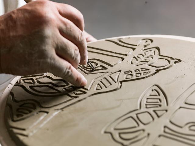 """Piatto cadeau di Domenico Pellegrino """"work in progress"""" presso Ceramiche De Simone - ph Alessandro Castagna"""