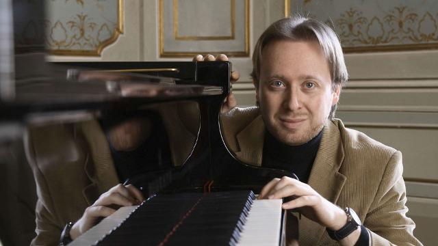 il-talentuoso-pianista-roberto-prosseda-a-palermo-per-amici-della-musica