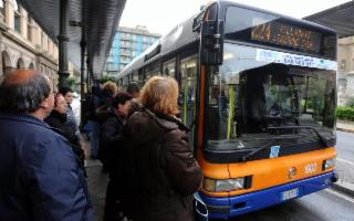 Bus gratis a Palermo per chi paga le tasse. La proposta del sindaco Orlando