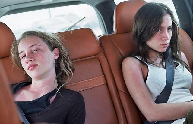 Viaggiare insieme a un figlio adolescente annoiato, che tutto vorrebbe tranne partire con mamma e papà.